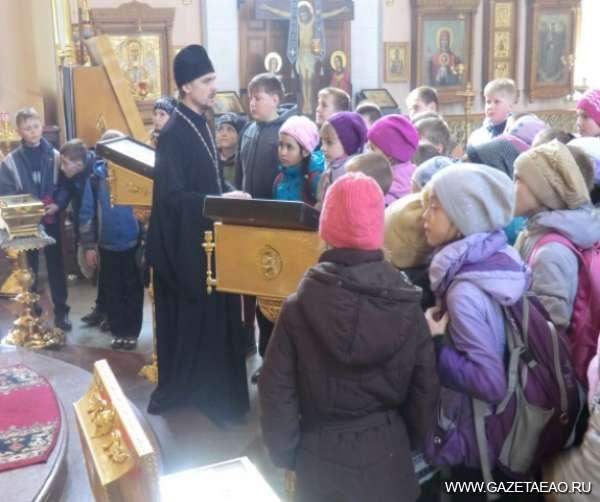 Одной дорогою добра - Дети в Благовещенском соборе, встреча с о.Тихоном