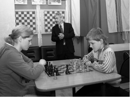 Начали с шахмат