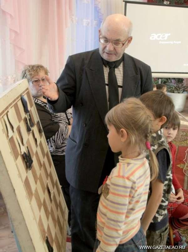 В шахматном королевстве правят дети - Давид Рывкин с учениками