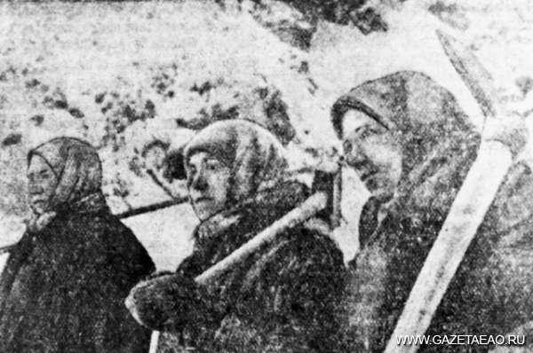 Мобилизованный тыл - Работницы Лондоковского известкового завода. 1941 год