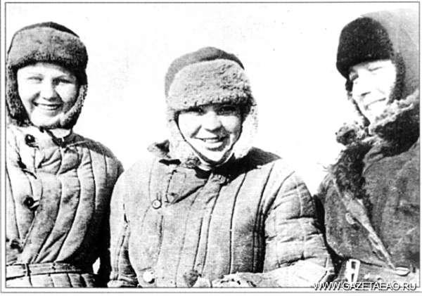 Знали, что трудности не навечно - 1944 год. Девушки села  Даниловка, прошедшие обучение по подготовке стрелков-снайперов. Мария Козаченко в центре