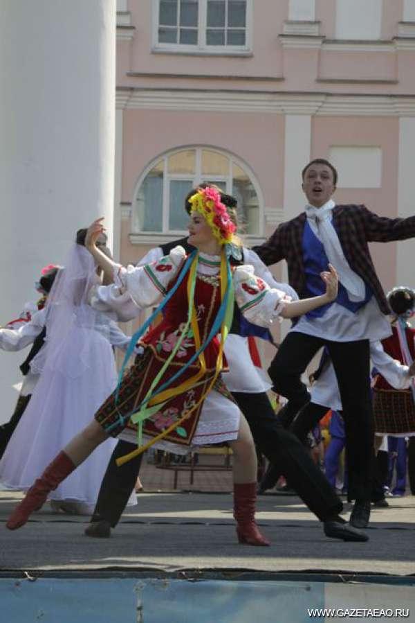 Высокая культура — вот большая политика! - Только высокая культура обеспечит в обществе гармонию, как в этом украинско-еврейском танце юных биробиджанцев.