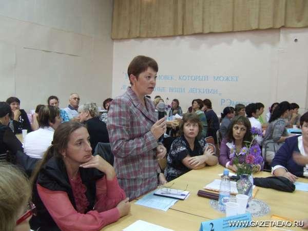 Премия от министра - Е.В. Прусак выступает на августовском совещании. Фото Светланы КОРОТИНОЙ