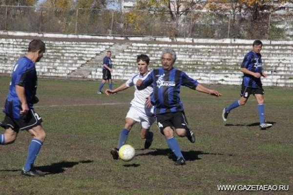 В футбол играют ветераны