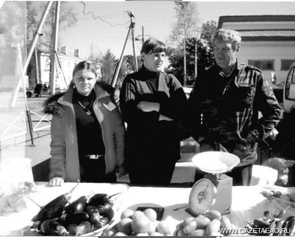 Праздник урожая в Смидовиче - Анатолий  Ильюшко с дочерью Натальей и невесткой Марией