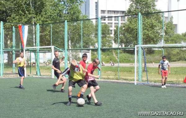 Детки мячиком играли
