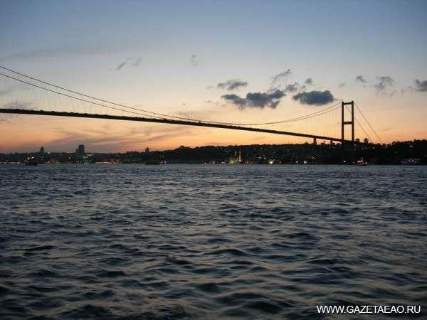 В округе первом - Мост через пролив Босфор. Здесь  открыто автомобильное движение.