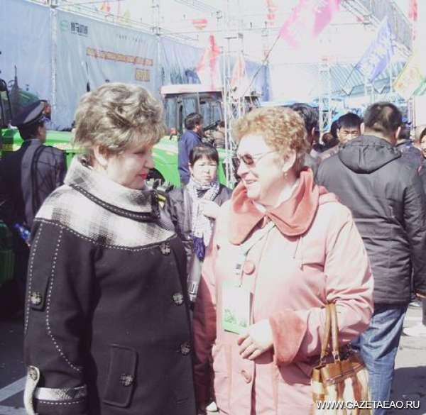 Главный зоотехник казацких кровей - Светлана Ангарская (слева) с Галиной Киселевой на выставке  в г. Цзямусы (КНР).