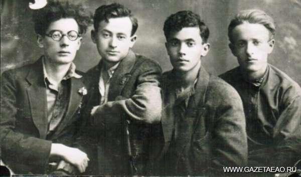Биробиджан Тевье Гена - Слева направо Эммануил Казакевич, Гришке Диамант,  Тевье Ген и Бузи Миллер