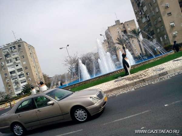 Израиль. Год спустя - Фонтан с пингвинами на въезде в город