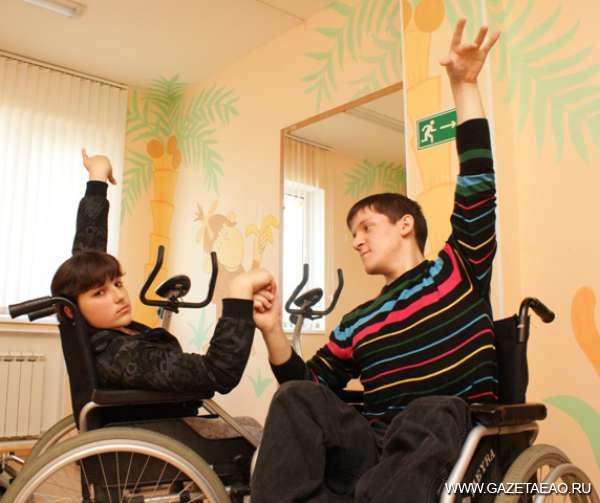 Танец равных возможностей - Танцевальная пара на репетиции.