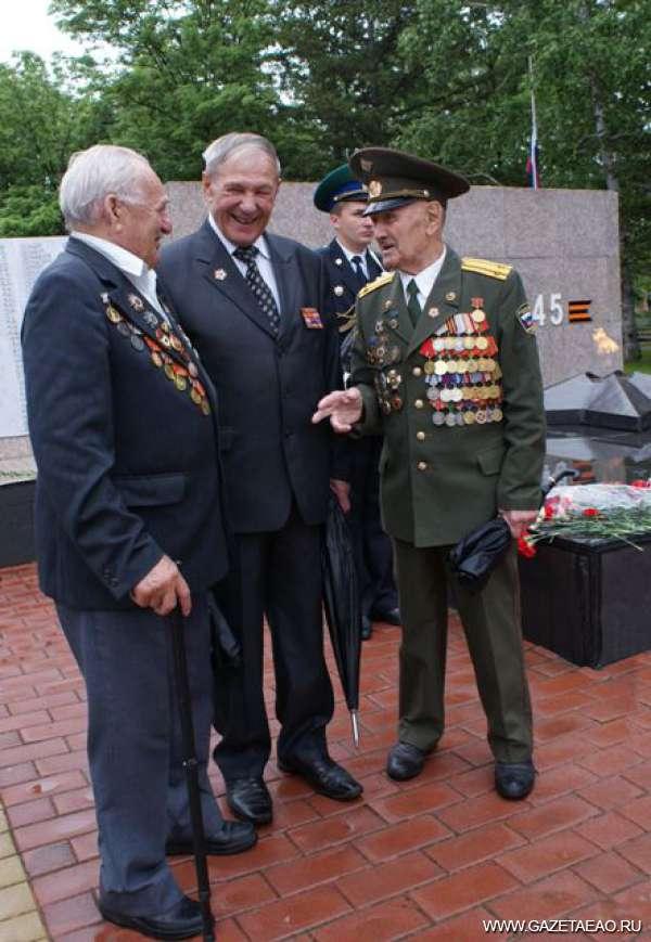 Чтим и помним - (слева - направо): участники войны - Михаил Кечинов, Василий Чигрин, Владимир Медведев.