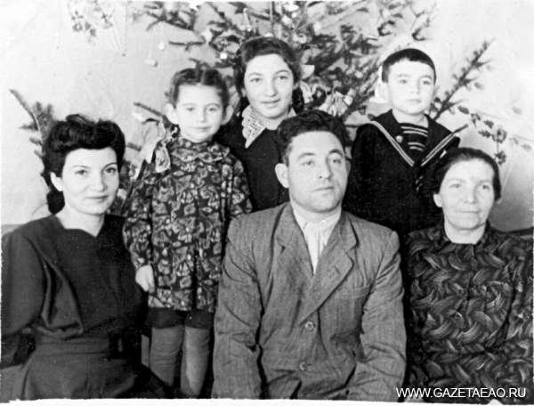 У Драпкина озера и возле Шутинской сопки - 50-е годы. Амурзет. Семья Бергер тоже была в числе первых переселенцев.