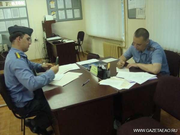 Из жизни участковых… - Помощник участкового Иван Стороженко (слева) и старший участковый Александр Катеров