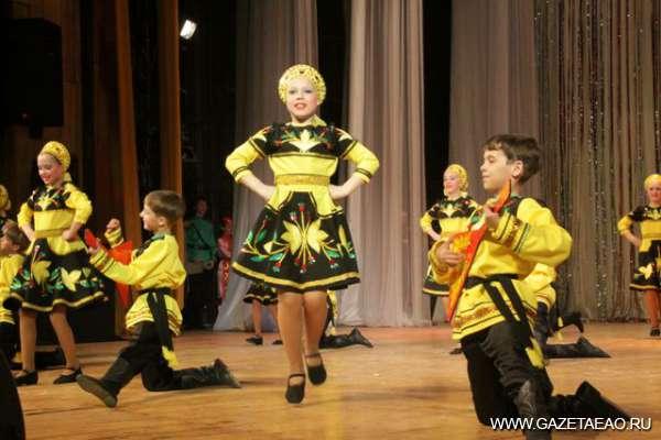 """В вихре танца - Выступает дипломант, лауреат первой степени танцевальный коллектив """"Визави"""" (с.Амурзет)."""