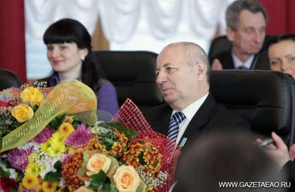Глава региона впервые вручил областную награду «Почет и уважение»