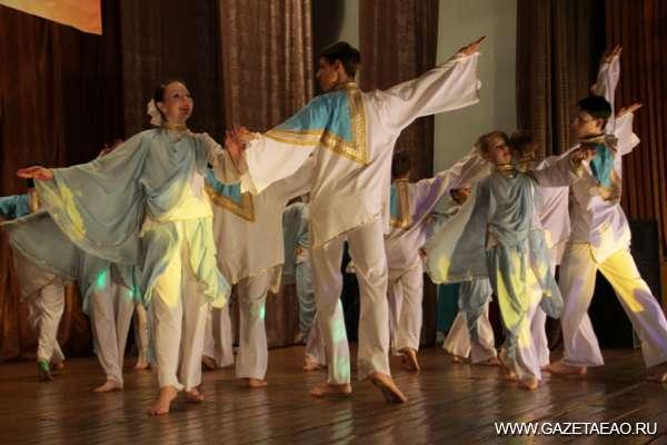 Теперь в Бабстово - Выступает театр танца «Сюрприз»
