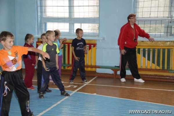 «Золотая» шестидесятница - Физкультуре и спорту в школе - «зеленая улица»