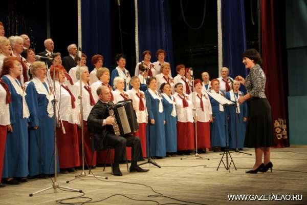 9 мая на концертных площадках - Поет хор ветеранов