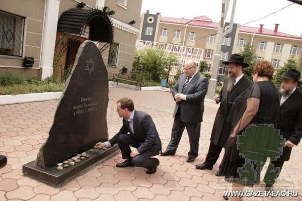 Евреи в Израиле и России - Одна из работ, представленных на выставке