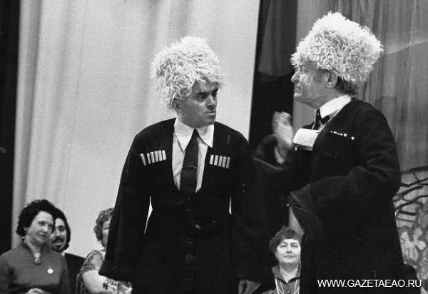 Нашей земли биография ЕАО в 1985-1986 гг. - В 1986 году отметил своё двадцатилетие Еврейский народный театр Биробиджанского городского Дворца культуры.