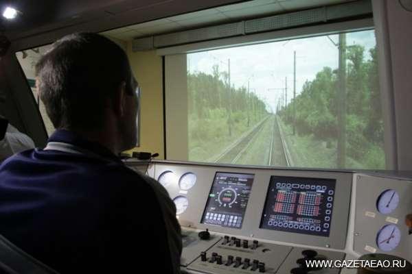Перспективы стальных магистралей - Будущие машинисты из ПУ-6 получают практические знания на специальном тренажере «Ермак» в локомотивном депо на станции Облучье