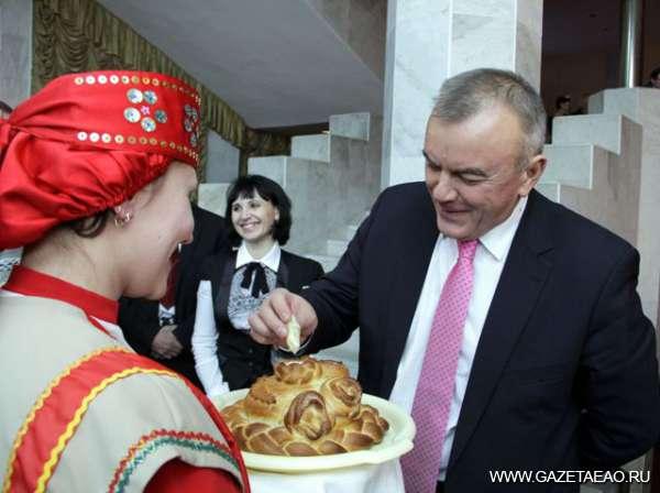 Не потерять свое лицо - В ЕАО Юрия Шубина встречали хлебом-солью, что не помешало ему критиковать состояние дел в сфере культуры