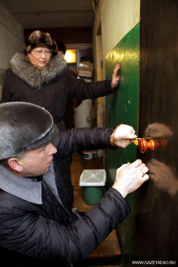 Переселение начинается - 1 февраля. Мэр областного центра Андрей Пархоменко лично проверяет готовность жилья для погорельцев.