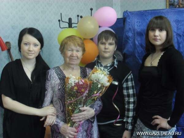 С почетом  и уважением - Лидия Смернова с внуками