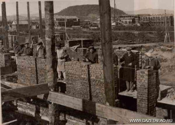 Имя им — профессионалы - Больница строится. 30-е годы