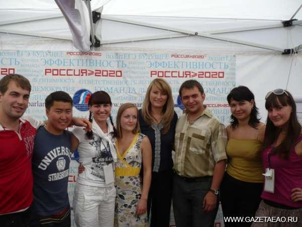 Молодой Кавказ - Молодые парламентарии и Светлана Журова (пятая слева), председатель Общественной молодежной палаты при Госдуме РФ.