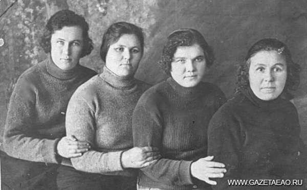 Нет никого дороже… - Мама (вторая справа)