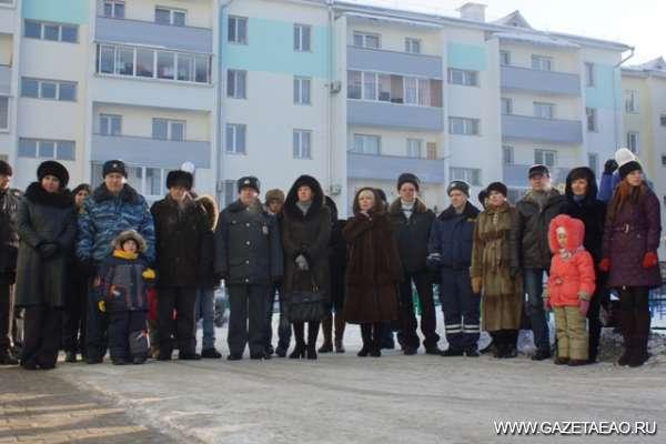 Хорошая традиция - Новоселы у своего теперь уже дома