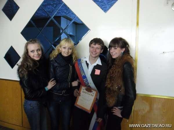 Боролись за победу - победитель конкурса Никита Григорьев среди друзей