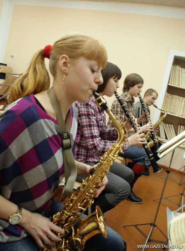 От «Фарандолы» до джаз-рока - Репетиция молодых духовиков.