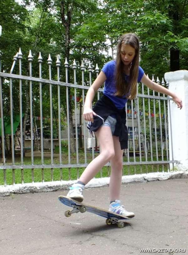 Праздник доски на колёсиках - Пока специального скейт-парка в Биробиджане нет, любители (да профессионалы) покататься на доске облюбовали тротуары и дворы города.