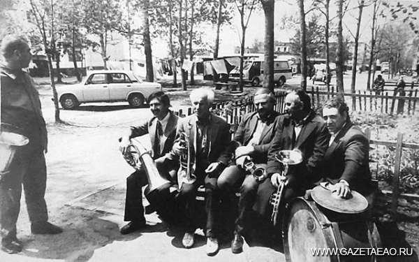 Гремит оркестра духового всегда пылающая  медь - В.Юков, М.Зейхман, Г.Богаченко, В.Кунянский, Л. Бородатый и Зима (стоит)