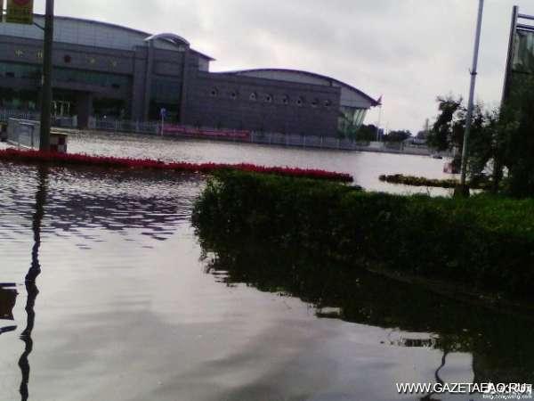 Паводки не пускают туристов в Китай