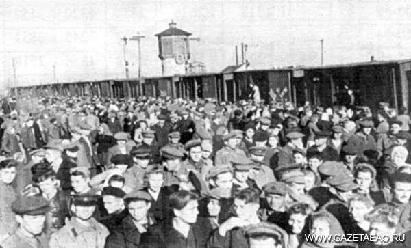 Полвека взлетов и падений - Переселенцы на вокзале Биробиджана. 1948 год