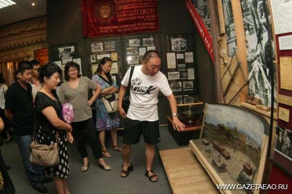 Китайские учителя вновь посетили Биробиджан - В краеведческом музее