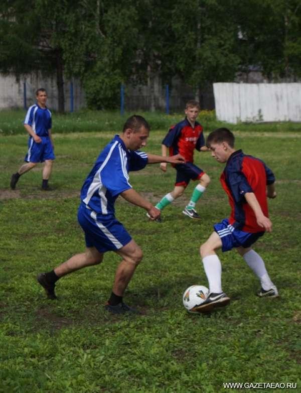 Горячая пора - Играем в футбол