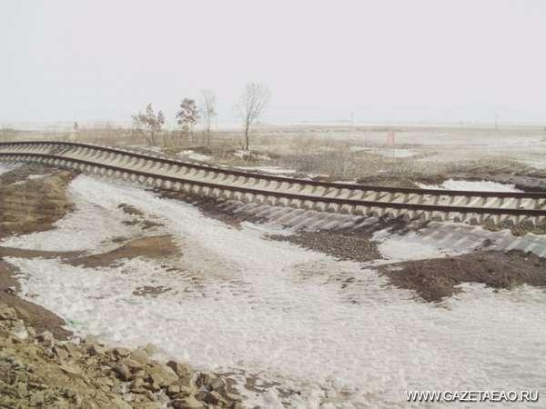 Китай меняется - Больше всего пострадала железная дорога, соединяющая берег Амура с Тунзяном