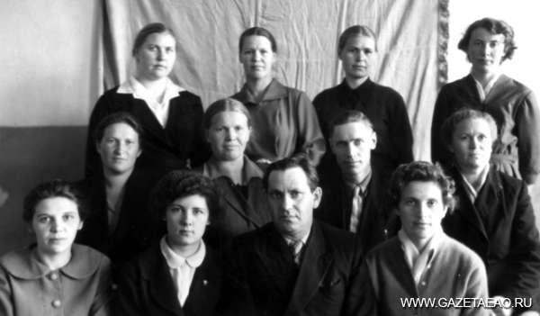 От «А» до «Я» к большим открытиям - Педагогический коллектив Лондоковской средней школы, 1960 г.
