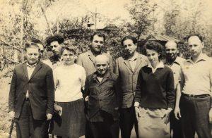 Фото начала 1970-х годов. Руководство фабрики с ветеранами