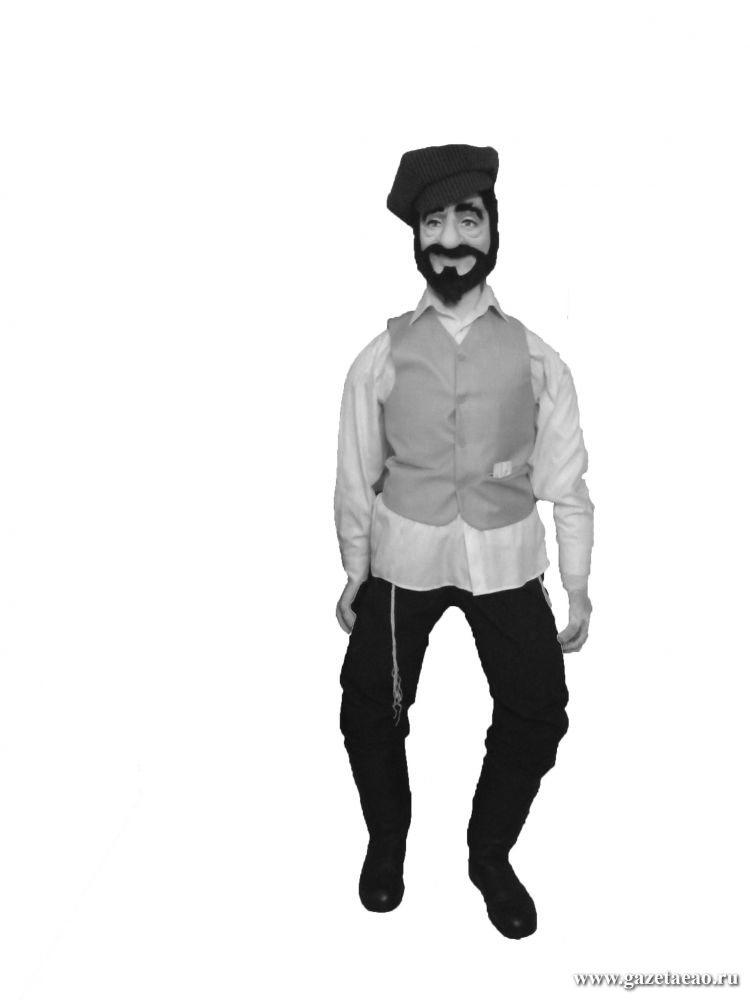 Откуда у парня еврейская грусть - Ростовая кукла Иосиф – один из экспонатов Биробиджанского музея иудаики (находится в синагоге «Бейт Менахем»). Создала  Иосифа главный художник театра кукол «Кудесник» Екатерина Калашникова.
