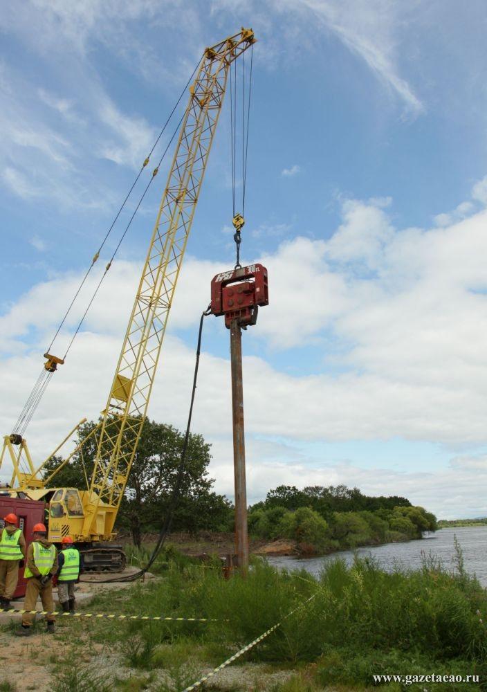 Глава региона проинспектировал строительство трансграничного  железнодорожного   моста  через реку Амур