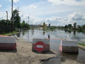 Затопленная дорога вблизи Биробиджанского завода силовых трансформаторов.