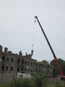 Даже трехэтажный дом при строительстве должен быть оборудован лифтом