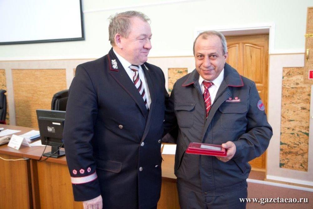 Награду вручил начальник дороги