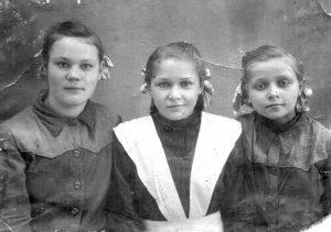 С одноклассницами. 1952 год